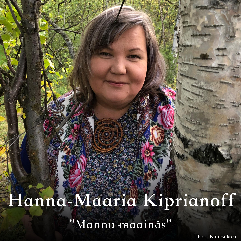 Hanna-Maaria Kiprianoff oassálastá leu´ddain «Mannu maainâs». Preassagovva: Kati Eriksen.