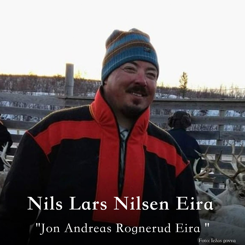 Nils Lars Nilsen Eira oassálastá luđiin «Jon Andreas Rognerud Eira». Preassagovva.