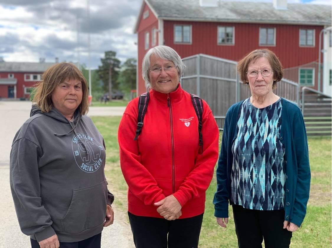 Govas leat Kari Rasmussen (gurut bealde), Anne Ulbaasen Dahl ja Anna Ragnhild Balto. Govven: Berit Inger Eira.